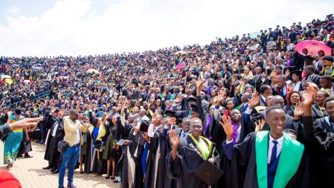 Image result for abanyeshuri barangije kaminuza y'u rwanda